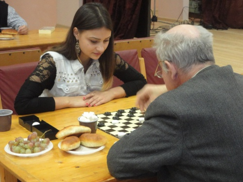 В шахматно-шашечном турнире между студентами и ветеранами победу одержал опыт